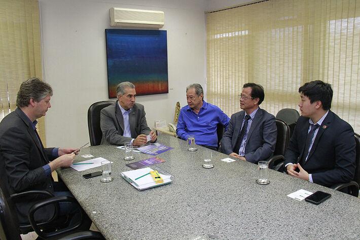 Participaram o governador Reinaldo Azambuja, o secretário de Desenvolvimento Econômico e Meio Ambiente, Jaime Verruck e o deputado estadual George Takimoto.