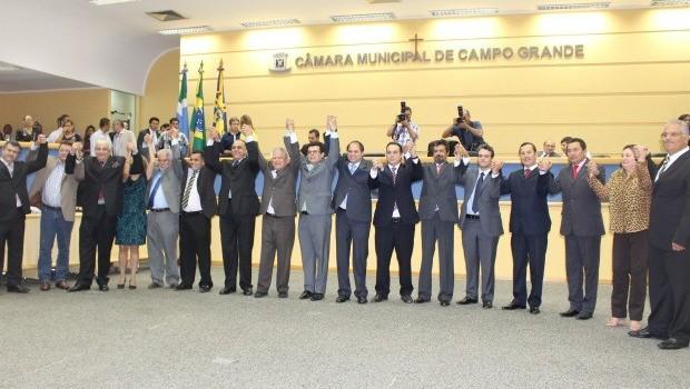 Posse de Gilmar Olarte com apoio e participação de 23 vereadores. Foto: Divulgação.