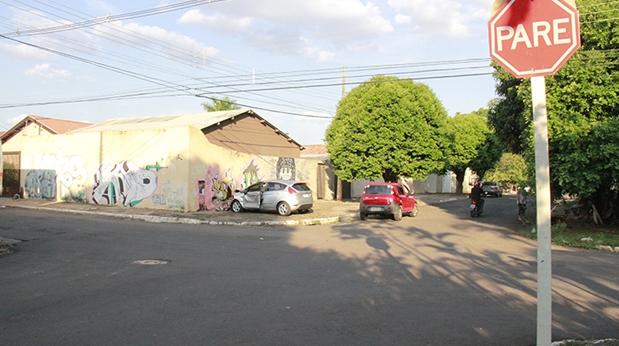 Corro não respeita sinalização de provoca acidente (Foto: Wanderson Lara)
