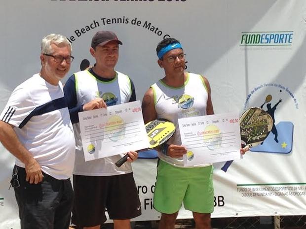 Jailson Paz e Rosinaldo Ferreira subiram ganhadores da competição/Foto Divulgação Show de Bola Comunicação e Marketing