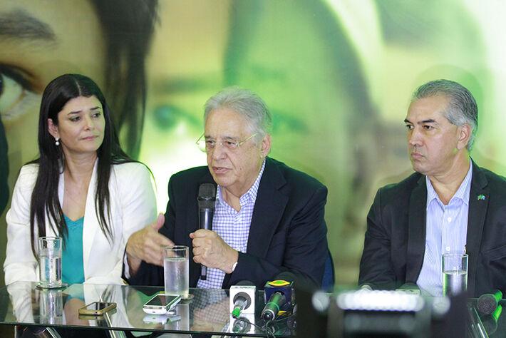 Ex-presidente Fernando Henrique Cardozo ao lado da vice-governadora Rose Modesto e do governador Reinaldo Azambuja