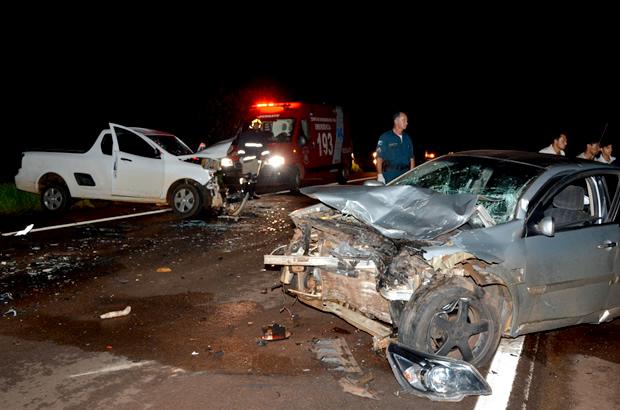 Colisão frontal entre dois veículos/ Foto: Ribero Júnior / SiligaNews