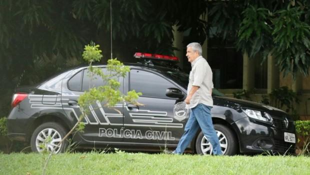 João Amorim ao chegar no MPE para prestar depoimento/Foto: Victor Chileno