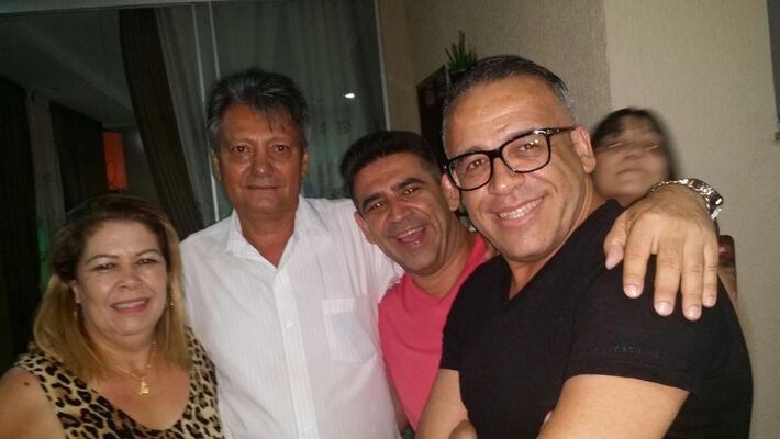 Na foto, Fátima Espíndola, Ronaldo Espíndola, Nildo Nogueira e o aniversariante Rogério Maciez