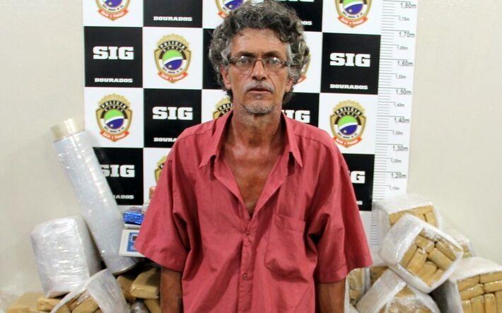 Homem com 730 tabletes de maconha/Foto: Adilson Domingos-Lente Nervosa