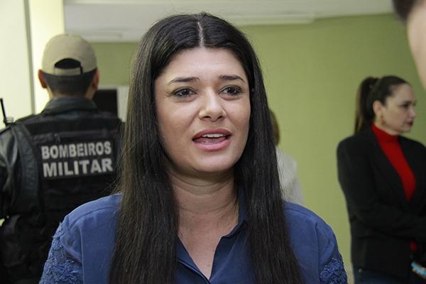 Governadora em exercício Rose Modesto