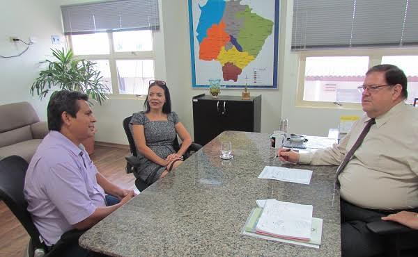 Diretor Presidente da Agepen Ailton Stropa Garcia em reunião