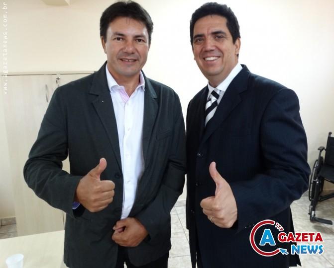 O presidente da Câmara, vereador Jaime Bambil (e) com o presidente da sigla, Odil Puques.