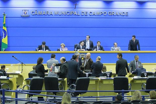 Vereadores em sessão na Câmara Municipal