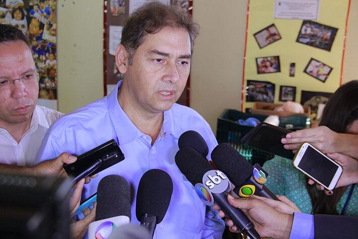 Prefeito Alcides Bernal em coletiva