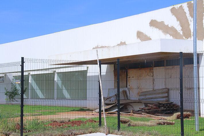 Sem uso, UPA do Leblon é alvo de vandalismo