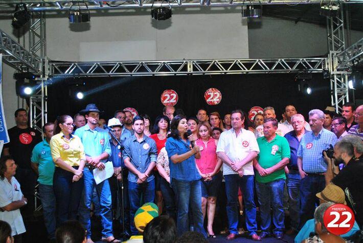 Délia discursou com confiança na vitória durante encerramento de campanha