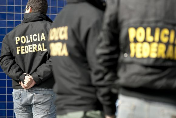 As investigações da Operação Acrônimo começaram em outubro de 2014, quando agentes federais apreenderam R$ 113 mil em uma aeronave que chegava ao Aeroporto Internacional de Brasília