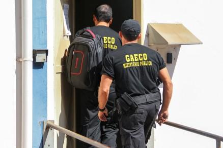 Policiais do Gaeco fazem buscas e cumprem mandados de prisão