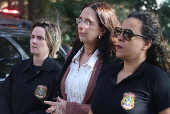 Andrea Neves, irmã do senador afastado Aécio Neves (PSDB-MG), deixou o Complexo Feminino Estevão Pinto, em Belo Horizonte, passando a cumprir prisão domiciliar