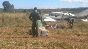 O avião fez pouso forçado em área de fazenda