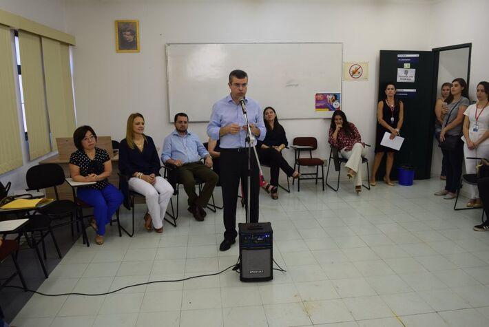 Reitor da UCDB, Pe Ricardo Carlos durante discurso de inauguração da Farmácia-Clínica