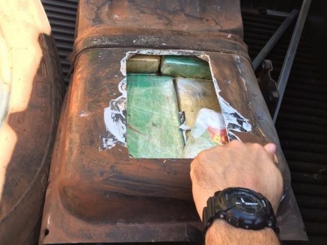Droga estava em fundo falso no tanque de caminhonete