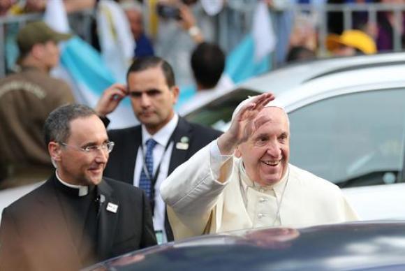Papa Francisco chega ao Chile para visita de Estado