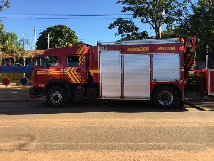 Corpo de Bombeiros no local do acidente, em Campo Grande, MS