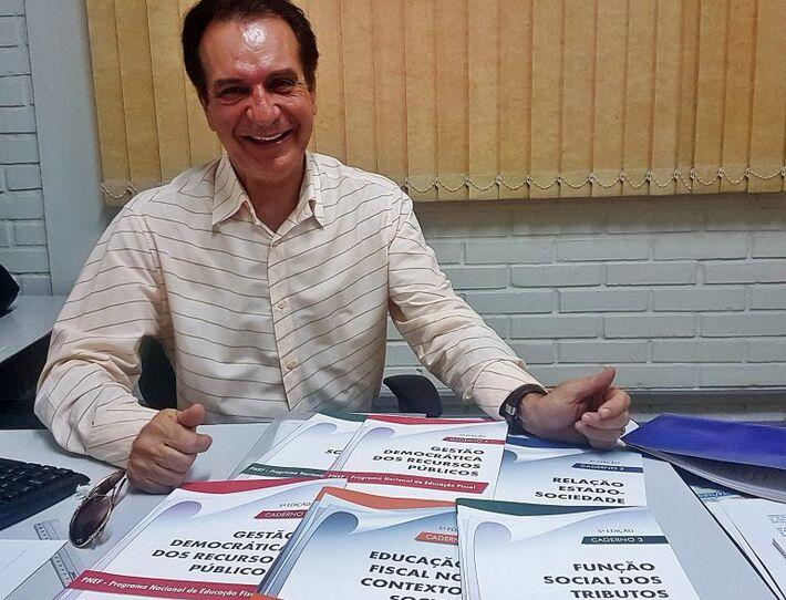 Coordenador do programa de Educação Fiscal da Sefaz, fiscal tributário da Receita Estadual, Carlos Roberto Antunes