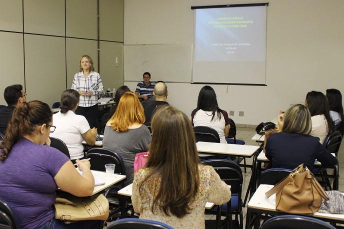 Professora Liliana Guimarães ministrou palestra para acadêmicos e profissionais da área da Psicologia