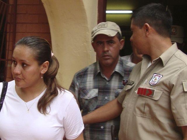 Brasileiro Valmir de Campos (ao centro) foi sequestrado e morto por grupo terrorista