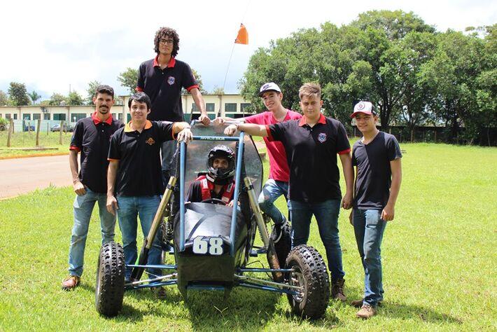 A equipe Javalis Baja que irá participar da 25ª Competição Baja SAE Brasil-Petrobras