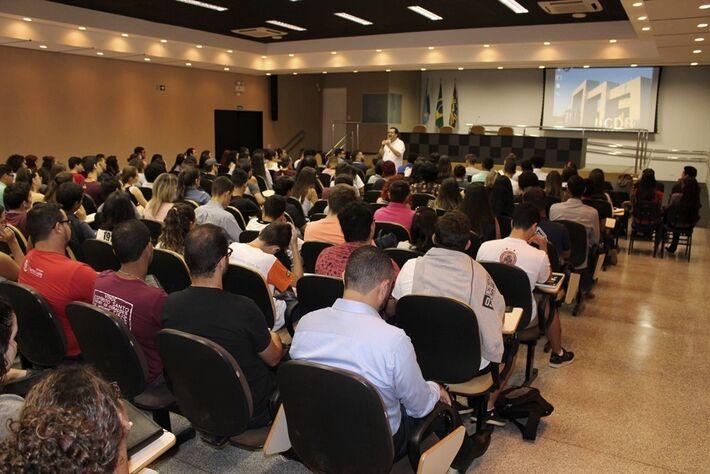 Durante a visita, Pe. Natale Vitali teve encontro com os acadêmicos da Católica