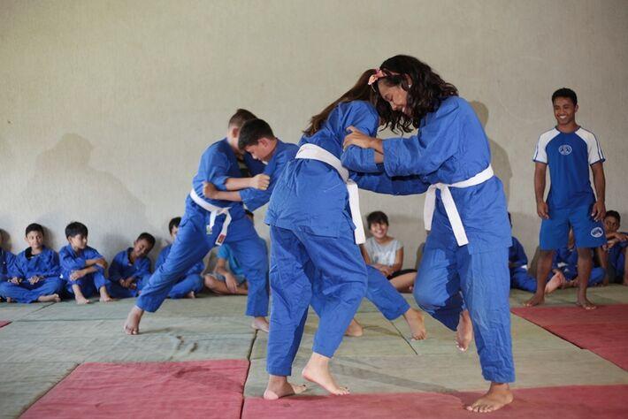 Judô é uma das modalidades esportivas oferecidas pelo Criança Ativa