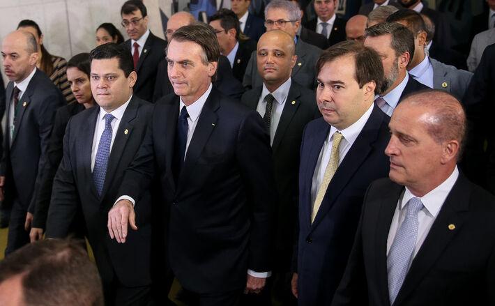 O presidente Jair Bolsonaro e o ministro da Casa Civil, Onyx Lorenzoni, junto com os presidentes da Camara e do Senado, Rodrigo Maia e Davi Alcolumbre, ao chegarem para reunião de apresentação da proposta de reforma da Previdência, em Brasília, nesta quar