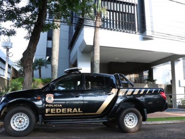 """Equipe da Polícia Federal na Fiems, que coordena dois """"S"""": Sesi e Senai."""