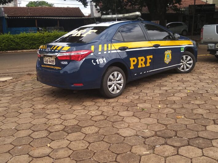 Caminhões chegaram à sede da PF escoltados por viaturas da PRF