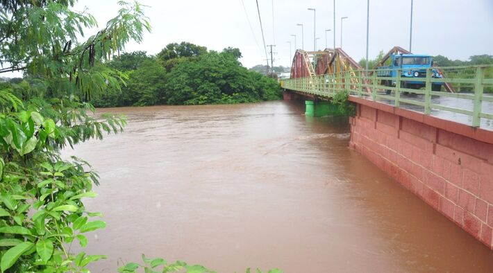 Três réguas medem o nível do rio nas estações de Palmeira, Aquidauana e Estrada MT-738