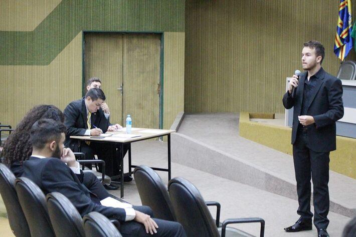 Acadêmicos foram avaliados por jurados durante concurso de oratória