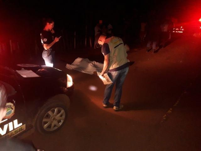 Peritos fazendo os levantamentos no local do acidente