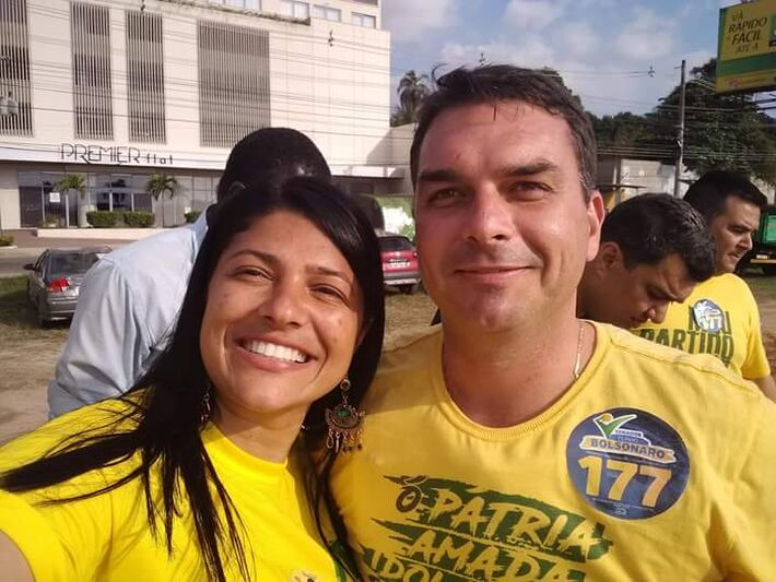 A deputada estadual Alana Passos e Flávio Bolsonaro, ambos do PSL