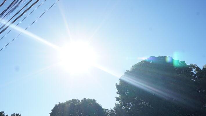 Sol com raios intensos na região Sul de Campo Grande