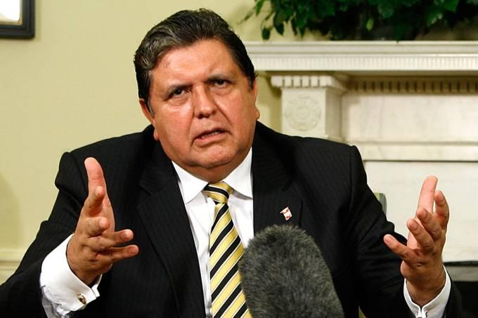 A Odebrecht teria financiado a campanha presidencial de García nas eleições de 2006; ele ainda é acusado de favorecer a construtora brasileira em obras públicas do Peru