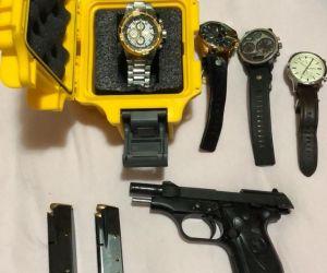 Com os alvos, foram apreendidos armas e relógios de marca