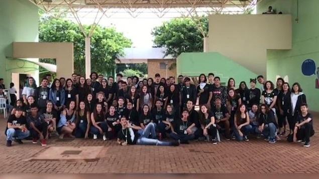 De preto, estudantes do IFMS protestam contra corte em verba de R$ 6,9 milhões