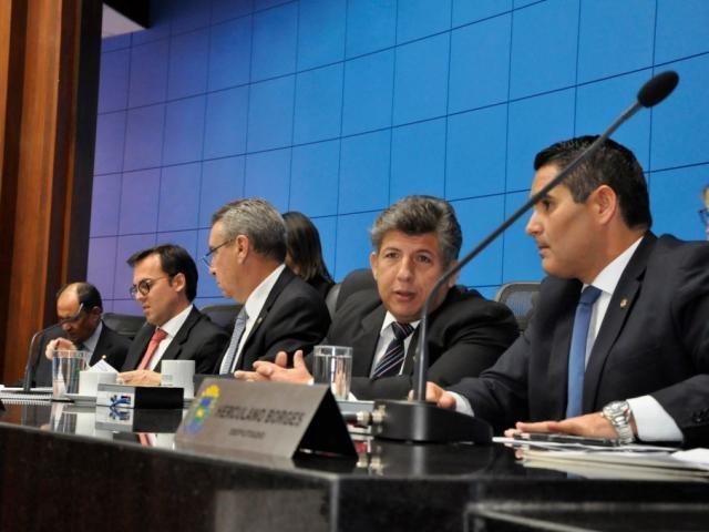 Mesa diretora da Assembleia, durante sessão