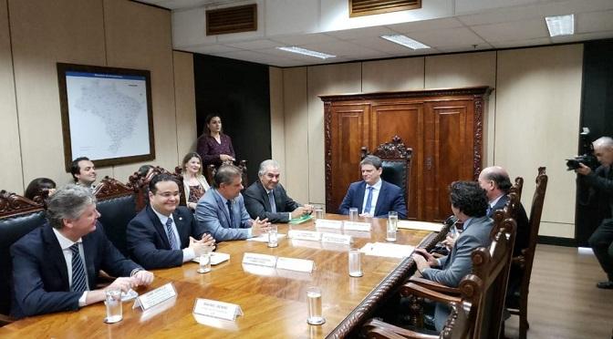 Governador Reinaldo Azambuja e ministro da Infraestrutura