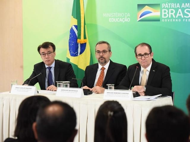 Ministro Abraham Weintraub e secretários apresentaram balanço de adesões em Brasília