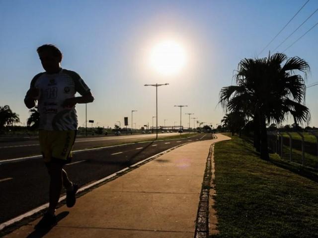 Na Capital, sol forte apareceu logo cedo, mas temperatura ainda era agradável para praticar exercício