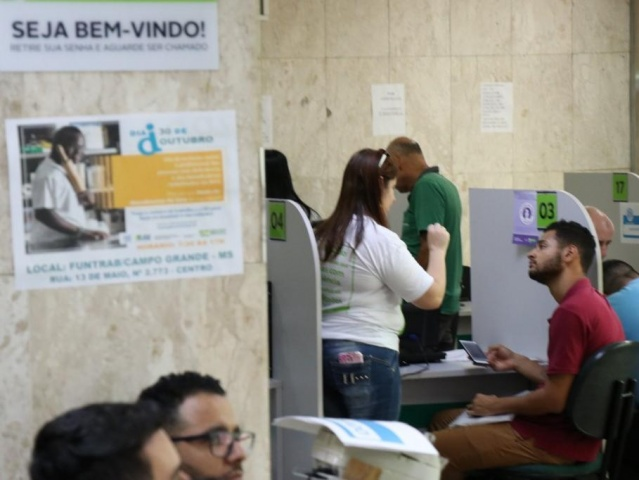 Trabalhadores recebem atendimento na Funtrab da Capital