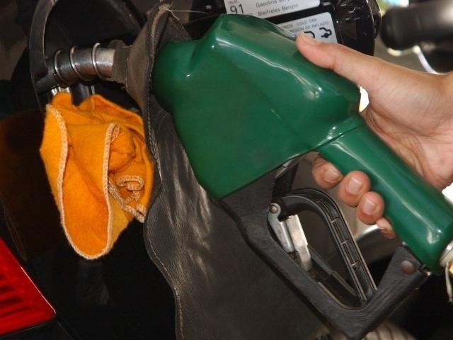 Abastecer ficou mais caro após reajuste da Petrobras na semana passada