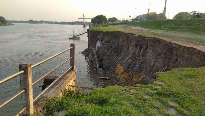Erosão na margem do rio Paraguai, em Porto Murtinho.