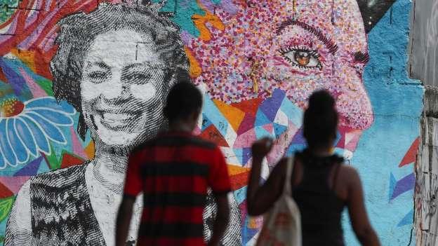 Homenagens à vereadora assassinada Marielle Franco no Rio de Janeiro; ainda não está esclarecido quem seria o mandante do crime