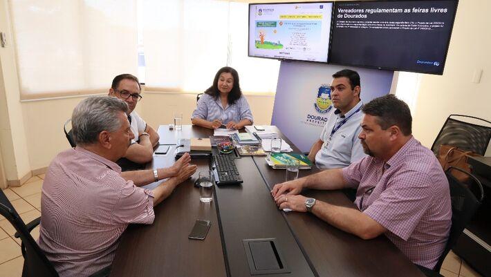 Prefeita Délia Razuk recebeu o convite oficial para a solenidade de inauguração do complexo industrial da Coamo em Dourados